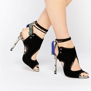 Sandale s resicama s petom izgleda zmijske kože