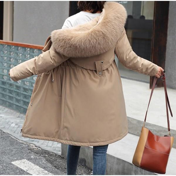 Zimska jakna srednje duljine ispunjena krznom