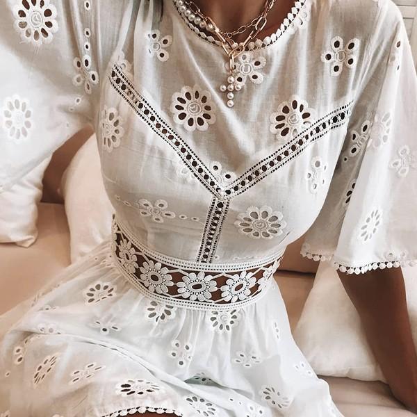 Mini haljina s kačkanim cvjetovima
