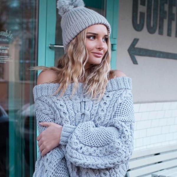 Pleteni pulover otvorenih ramena