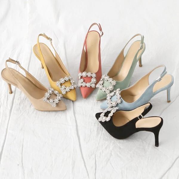 Elegantne cipele izgleda brušene kože s kristalnom kopčom