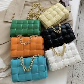 Luksuzna kockasta torbica s lancem ili remenom 25 BOJA