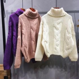 Dolčevita pulover s pletenicama