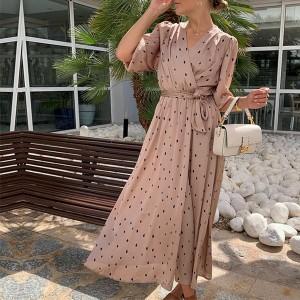 Duga haljina na točkice preklopnog izgleda