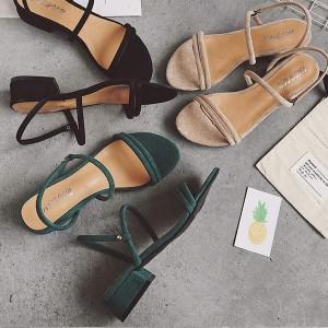 Sandale izgleda brušene kože na stabilnu punu petu