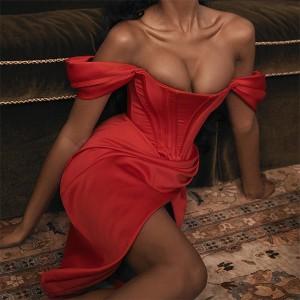 Satenasta korzet haljina s izrezom