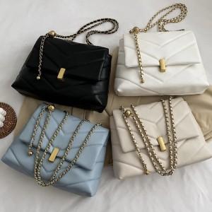 Luksuzna nabrana torbica sa zlatnim detaljima dvije veličine