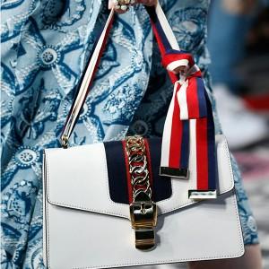 Flap messenger mornarska torbica s dekorativnim lancem i trakom