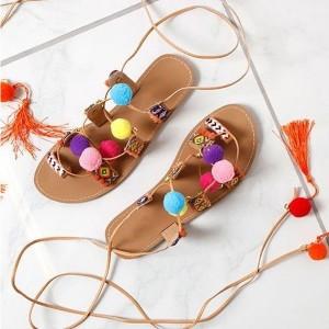Etno sandale s pomponima i resicama