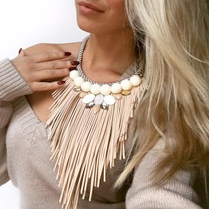 Tamarix ogrlica s resicama i pomponima