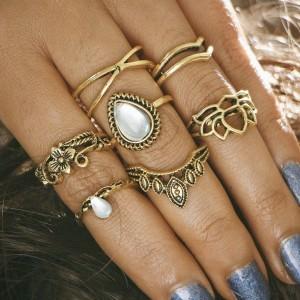 Set od 7 mini boho prstenova s kamenom