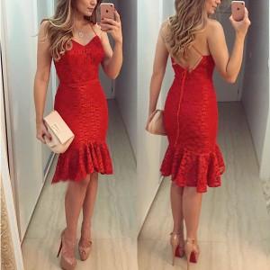 Crvena čipkana haljina otvorenih leđa