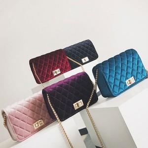 Klasična baršunasta torbica s lancem