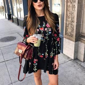 Mini boho haljina s cvjetnim uvezom