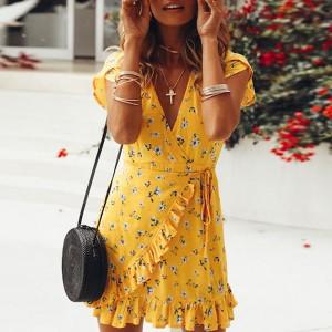 Mini cvjetna haljina na volane