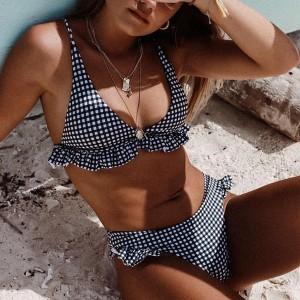 Dvodijelni push up kupaći kostim na  volane i kockice veličina standardni M
