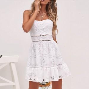 Mini čipkana haljina s dugmadi na bretele