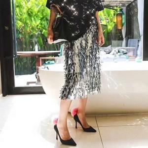 Suknja olovka kroja sa svjetlucavim resicama