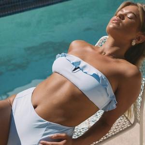 Retro dvodijelni kupaći kostim na volane s gaćicama povišenog struka