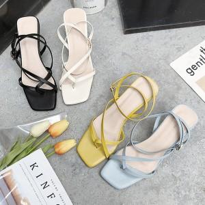 Elegantne sandale s tankim remenjem na nisku petu
