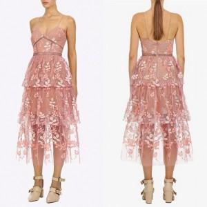 Midi haljina od tila s uvezenim cvjetovima standardni L