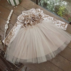 Baršunasta haljina sa suknjom od tila na volane