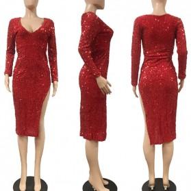 Midi crvena haljina na šljikice s izrezom na nozi