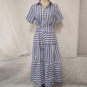 Prugasta haljina srednje duljine na volane