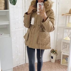 Kratka pamučna ispunjena jakna s krznom na kapuljači