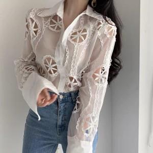 Čipkana bluza s uvezenim cvjetovima *Limitirana kolekcija*
