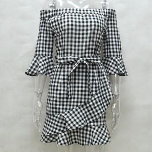 Mini kockasta haljina otvorenih ramena