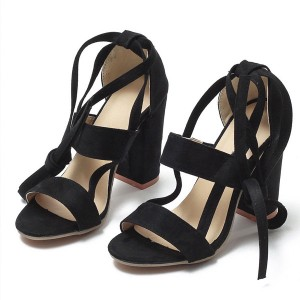 Sandale stabilna peta na vezanje oko gležnja