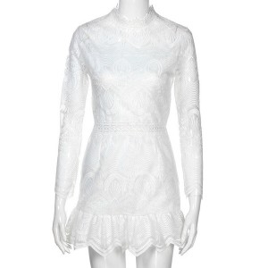 Mini čipkana svečana haljina s volanima