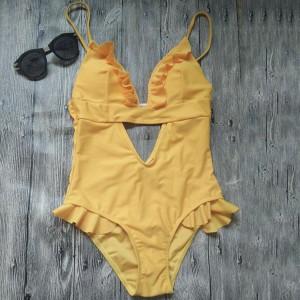 Jednodijelni žuti kupaći kostim s volanima