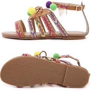 Boho sandale s pomponima i privjescima