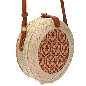 Mala okrugla ratan torbica s dekorativnim cvjetovima
