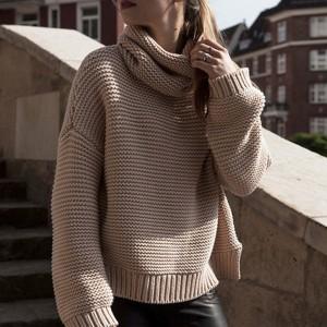 Široko štrikani dolčevita pulover