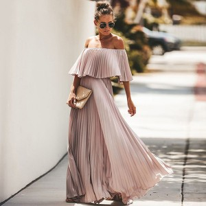 Duga plisirana haljina otvorenih ramena s volanom