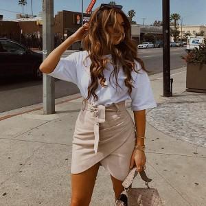 Mini suknja izgleda brušene kože s remenom