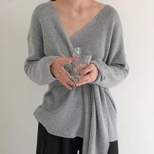 Pulover V izreza s mašnom