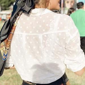Reljefasta bijela košulja