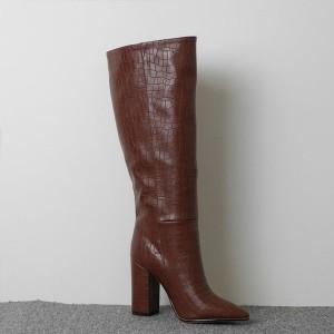 Široke čizme do koljena izgleda croco kože