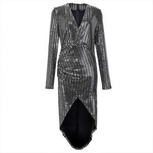 Asimetrična sjajna haljina preklopnog izgleda