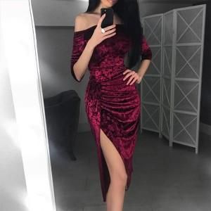 Nabrana baršunasta haljina otvorenih ramena